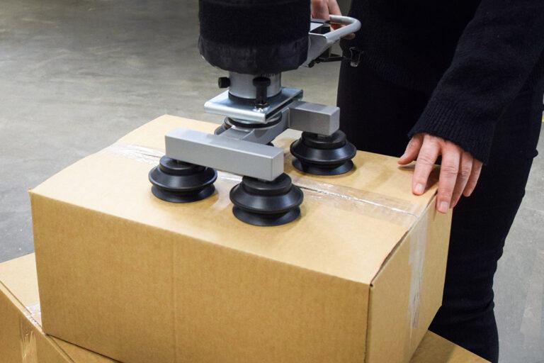 Kartonglyft - Lyfta kartonger med vakuumlyftare - Movomech Easyhand M